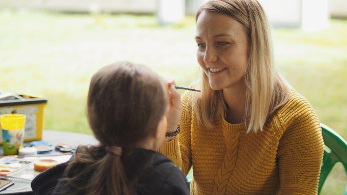 «Цветное погружение»: подводим итоги двух месяцев работы с мамами в трудной жизненной ситуации
